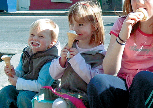 Madeleine McCann enjoys an ice cream with a couple of friends in Donegal in 2007