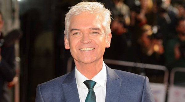 philip schofield gets a ruff time for raising dogs. Black Bedroom Furniture Sets. Home Design Ideas