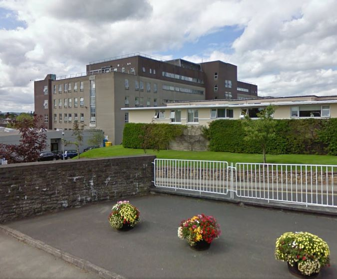 Highland Radio, Donegal, Letterkenny, Hospital, Trolleys